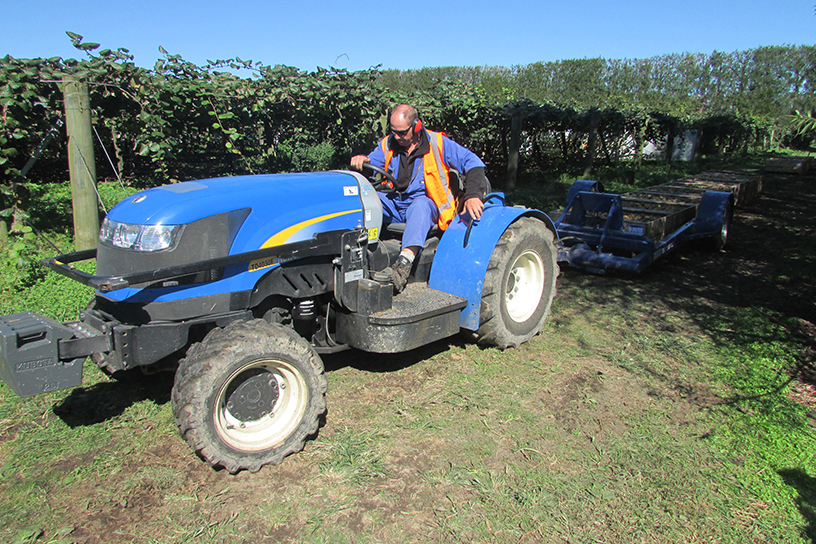 Transtak Trailer Operating in Kiwifruit